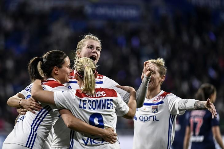Foot féminin: Lyon donne une leçon au PSG et fonce vers son 13e titre