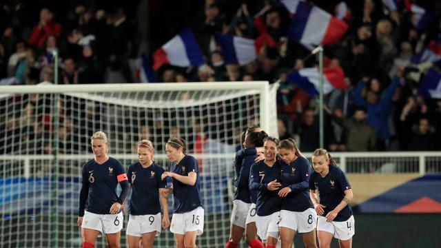 Équipe de France féminine. Les cartes sont jetées