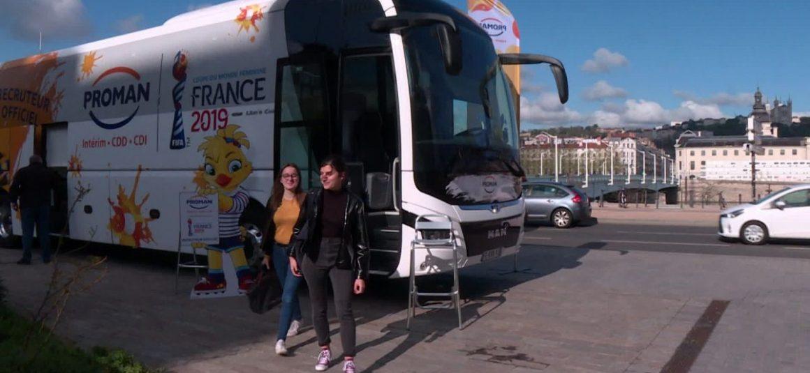 Coupe du monde de football féminin : un bus pour l'emploi fait escale à Lyon