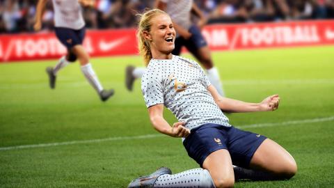 Une victoire écrasante des Bleues à deux mois du Mondial de foot féminin !
