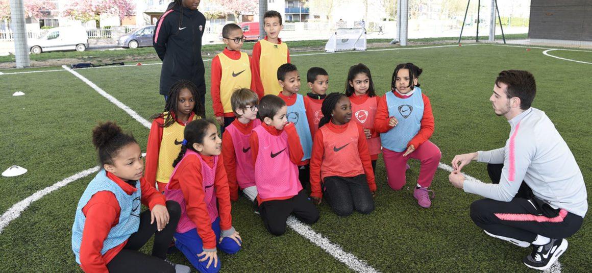L'École Rouge & Bleu de Mantes-la-Jolie célèbre le football féminin
