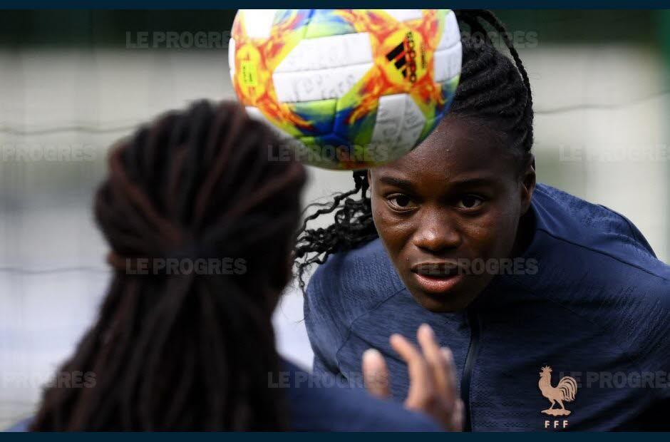 FOOTBALL Bleues : Griedge Mbock forfait pour le match d'ouverture du Mondial ?