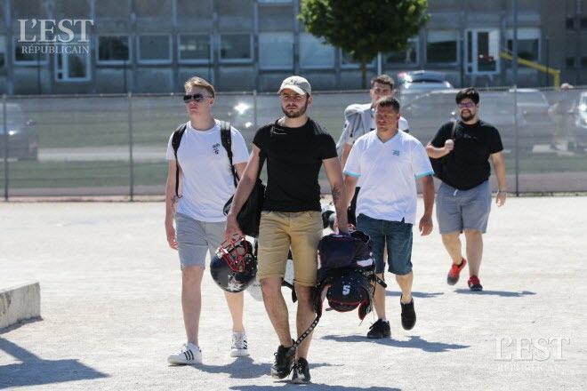 Football américain Photos. Besançon : journée football américain au stade des Orchamps