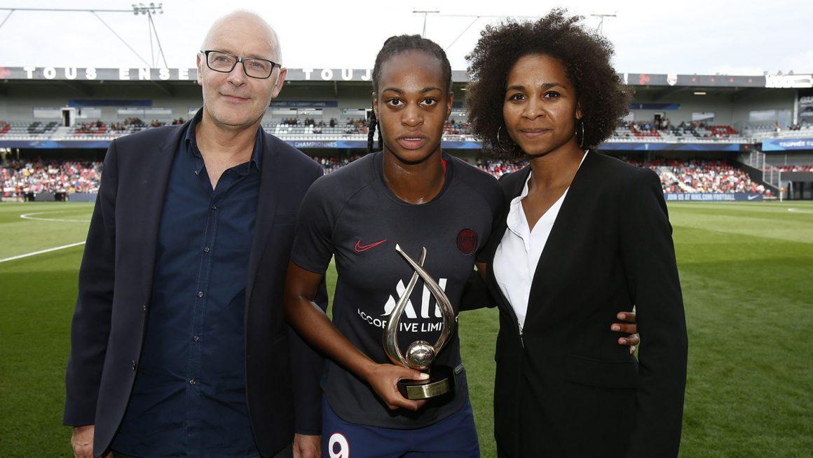Marie-Antoinette Katoto a reçu son trophée de meilleure buteuse de D1