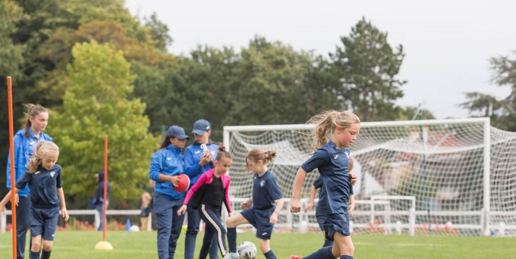 Le football féminin gagne du terrain en Normandie : l'objectif de 10 000 licenciées largement atteint