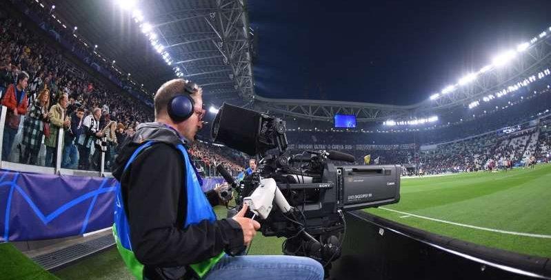 Droits du foot européen : Canal+ et BeIn triomphent, Mediapro en colère